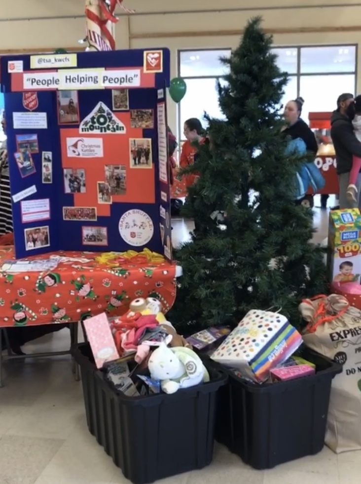 Christmas-Charity-Event-8